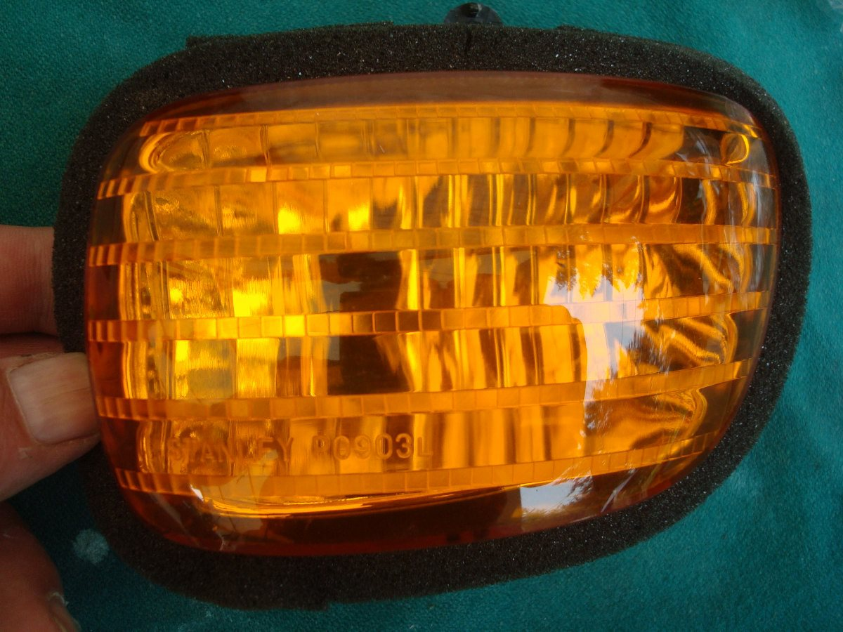 01 to 10 Signal lens, front Left: as new GL1800
