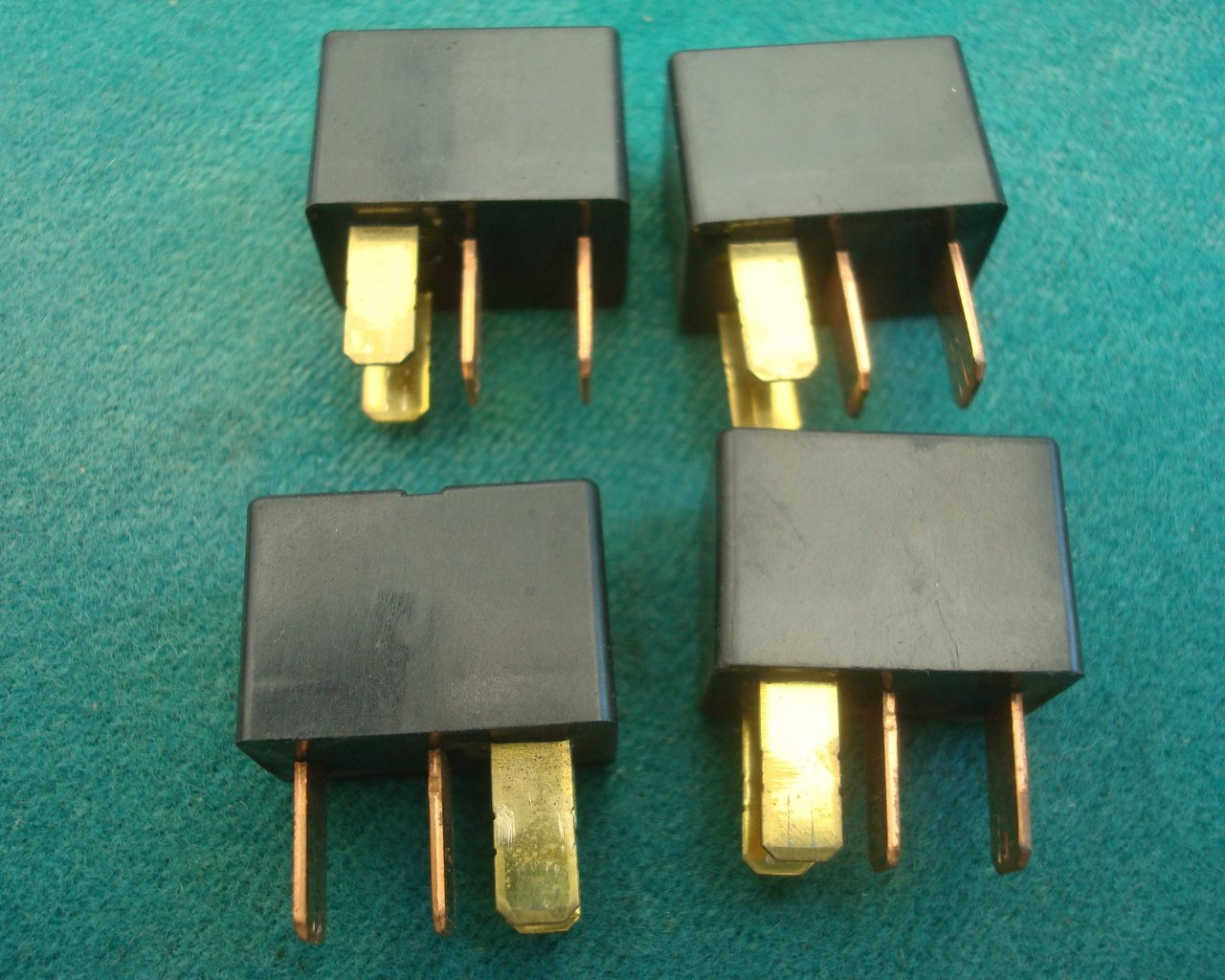 01 to 10 Main relays 20A, 4 of for  GL1800
