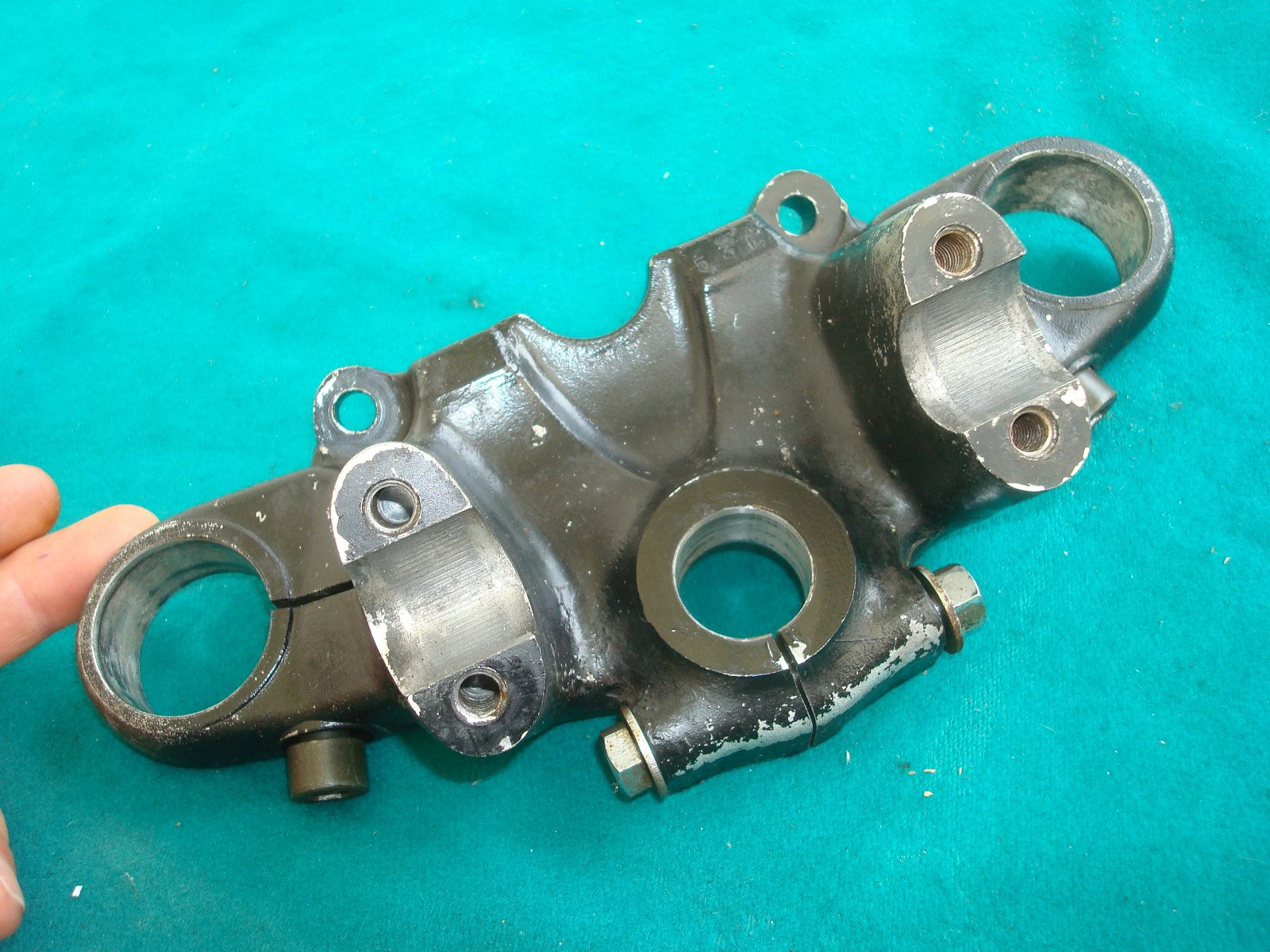 75 to 77 Fork yoke top clamp GL1000