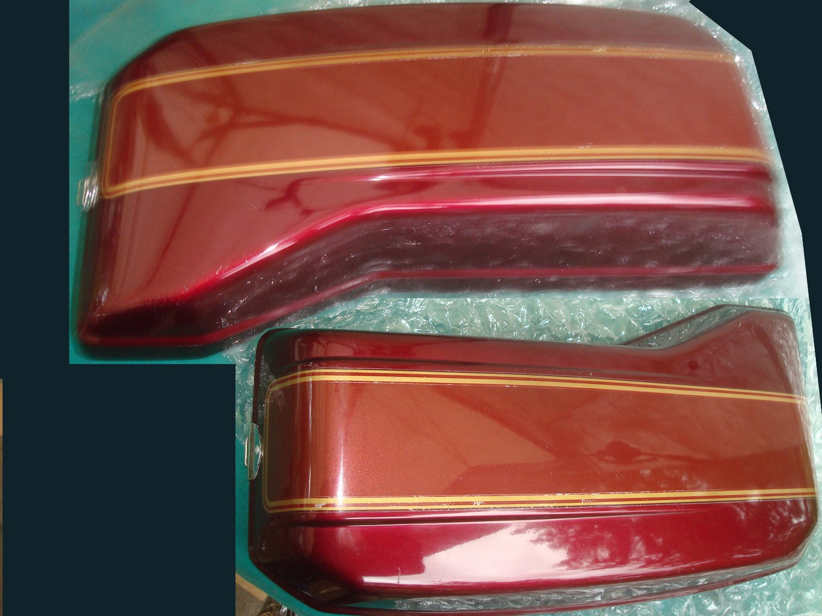 82 to 83 Lid SADDLEBAG, L. (UPPER) R114CU 81450-MB9-950ZB GL1100