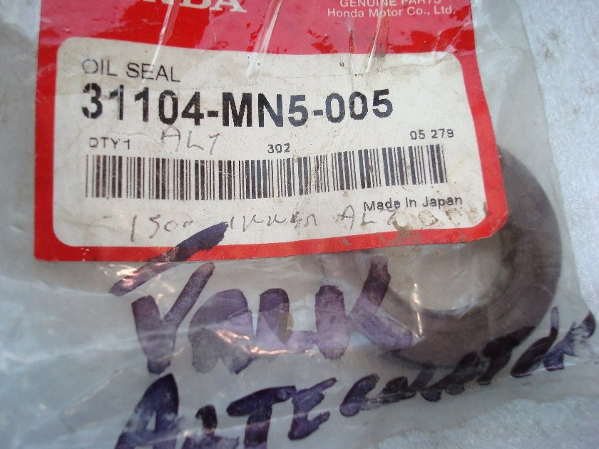 31104-MN5-005 Valkyrie Alternator seal GL1500