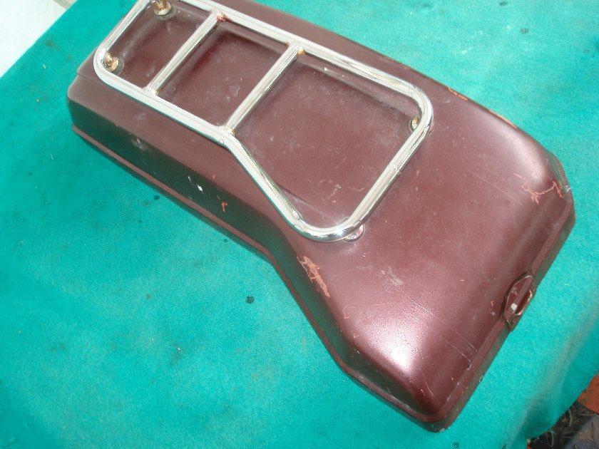GL1100 80 - 83 Saddle bag lid, Right hand, w/ top rack. Repainter.