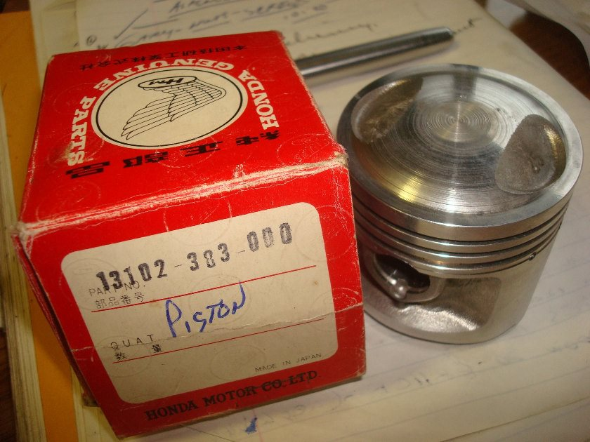 Honda 125XL NEW OLD STOCK PISTON (Oversize, 0.25) (13102-383-000 )